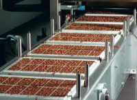 Praca Niemcy przy pakowaniu na produkcji czekoladek w Bawarii 2014