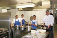 Gastronomia praca Niemcy na kuchni w restauracji dla pomocy kuchennej