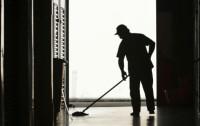 Dam fizyczną pracę w Nimeczech przy sprzątaniu hali produkcyjnej Kolonia