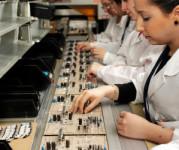 Niemcy praca aktualna na linii produkcyjnej przy montażu maszyn Berlin