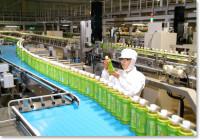 Praca Niemcy na linii produkcyjnej przy pakowaniu pojemników Stuttgart