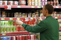 Wykładanie towaru w sklepie bez języka dam fizyczną pracę w Niemczech Monachium