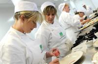 Ogłoszenie pracy w Niemczech od zaraz bez języka pomoc kuchenna w restauracji Bonn