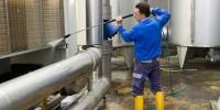 Dam pracę w Niemczech przy czyszczeniu zbiorników po ropie w Wilhelmshaven