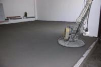 Dam pracę w Niemczech na budowie przy remontach jako Wylewkarz-Posadzkarz, Olpe