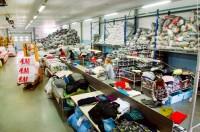 Niemcy praca fizyczna dla par przy sortowaniu odzieży używanej bez języka Düsseldorf