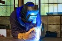Halle, dam pracę w Niemczech jako spawacz MIG i monter konstrukcji aluminiowych